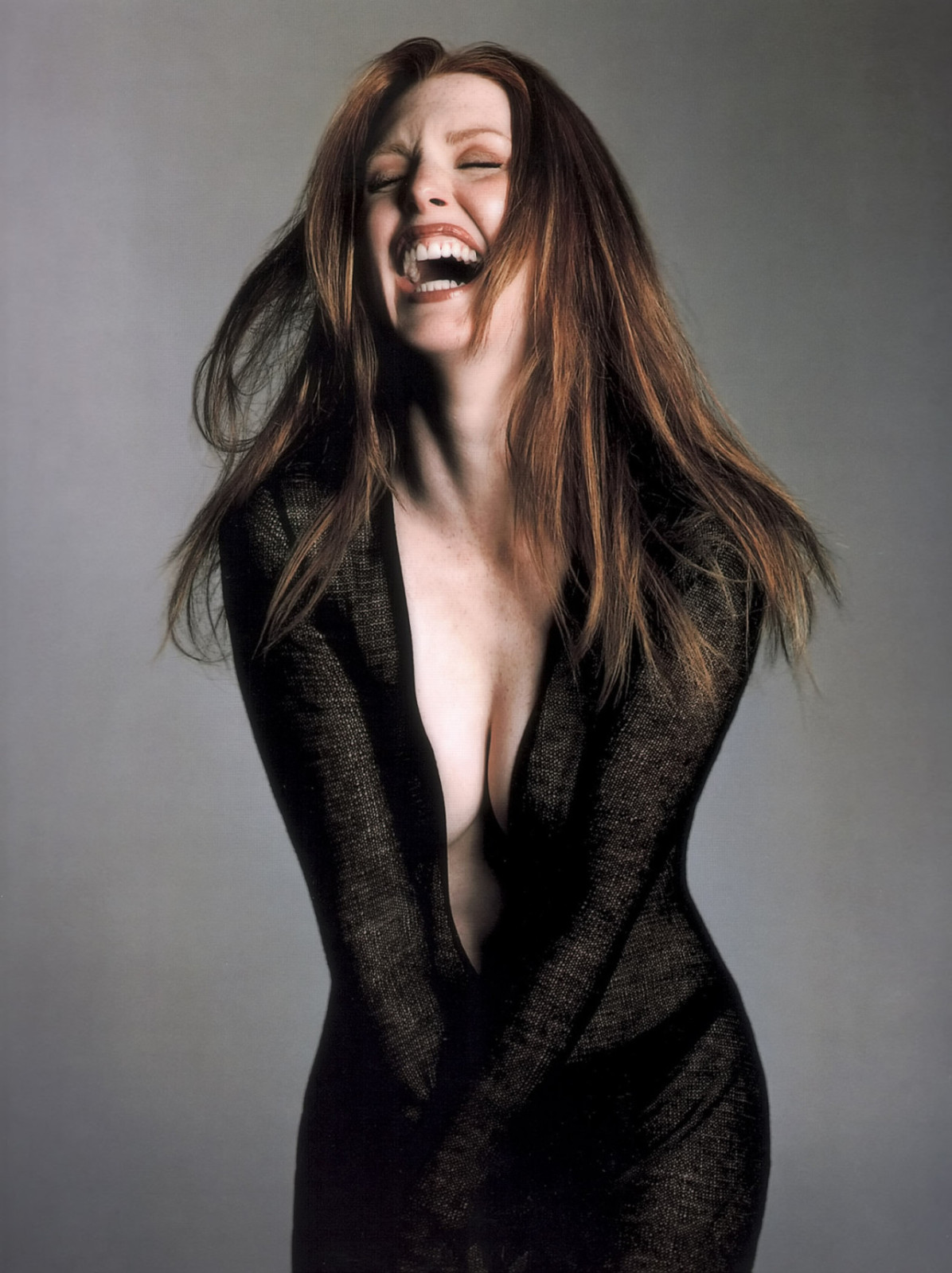 young julianne moore actress dress cleavage braless freckles ginger